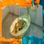 Золотой унитаз Маурицио Каттелана