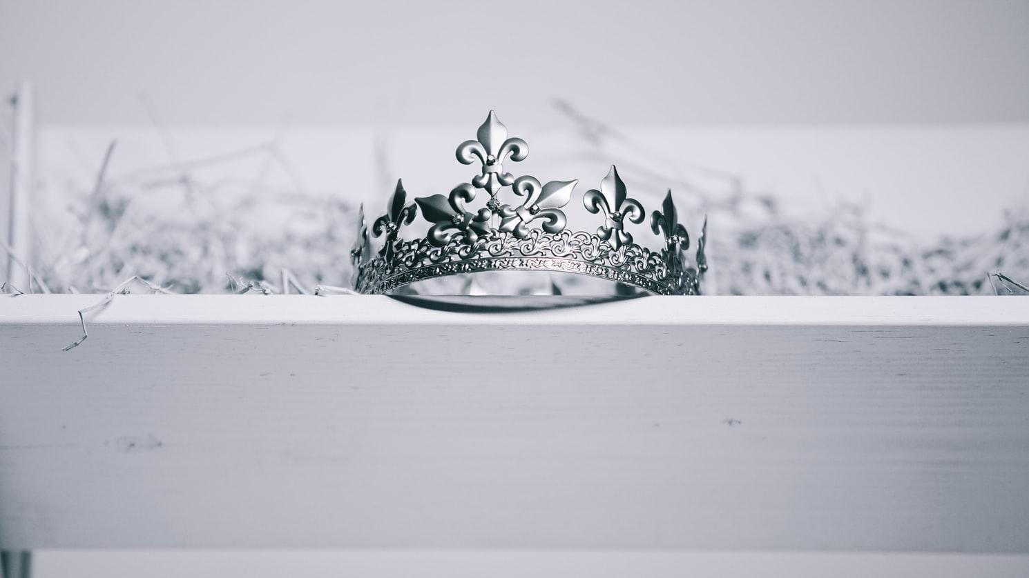 Buckley London создал коллекцию реплик королевских украшений